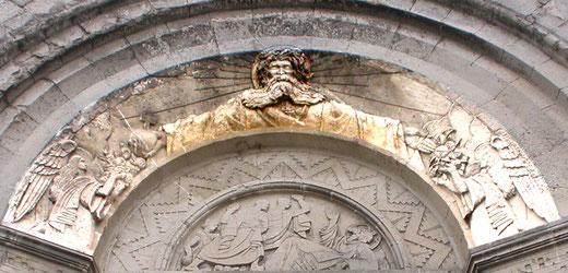 Partie supérieure du tympan de l'église de Mesnil-en-Arrouaise