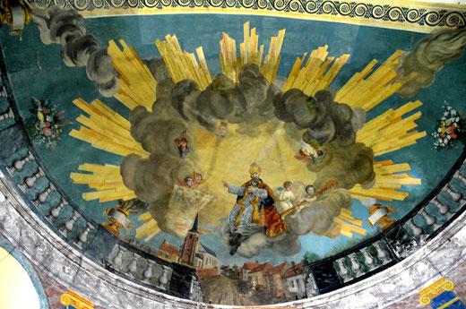 Fresque sur la voûte du choeur de l'église de Bettencourt-St-Ouen avec un représentation du village