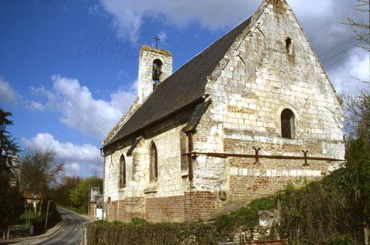 La chapelle de Longuet avec son clocher à campenard (Cocquerel)