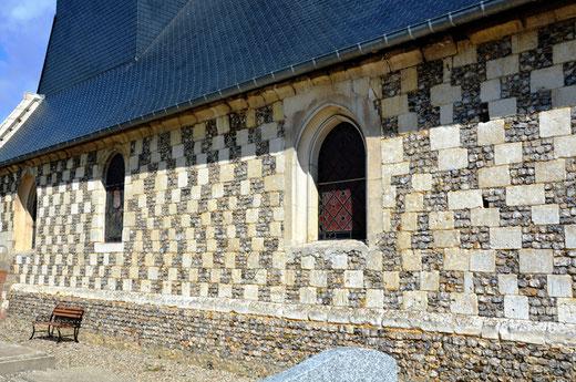 Façade latérale de l'église de Fourcigny