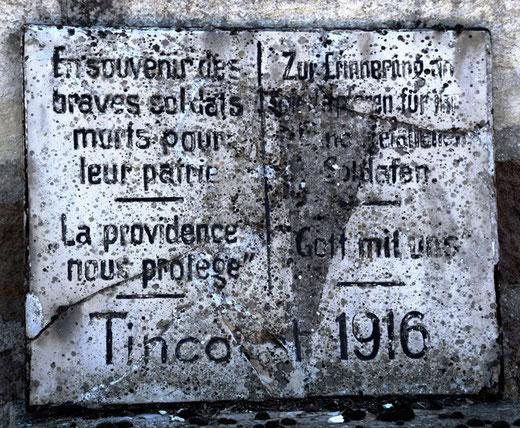 Plaque du souvenir au cimetière de  Tincourt- Photo: Jean Peuvion