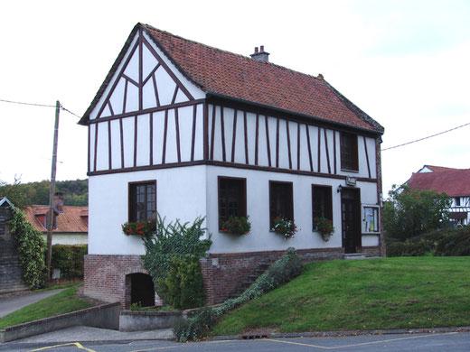 La mairie du Taisnil au style normand