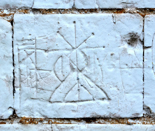 Mystérieux graffiti sur les murs de la chapelle de Montigny