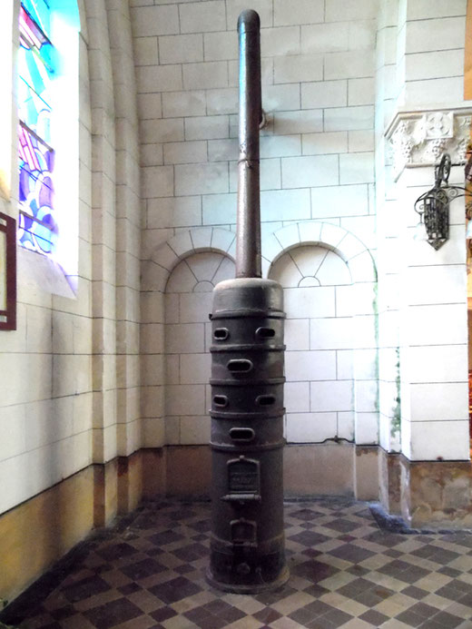 Un poêle des années 30 dans l'église du Hamel- Photo: Rémy Godbert