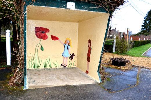 Méricourt-sur Somme: Une fresque sur abribus signé par un artiste du street Art: Shanaël
