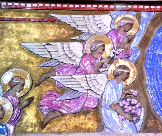 Les anges du couronnement de la Vierge