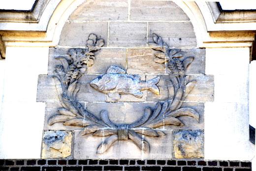 Blason sur la salle des fêtes de Feuillères- 1935