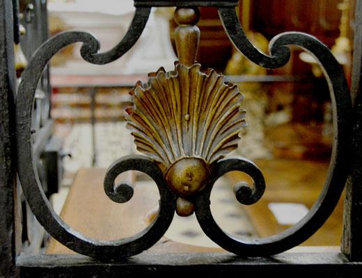 Détail de la grille principale-Chapelle de l'Hôtel-Dieu de Saint-Riquier