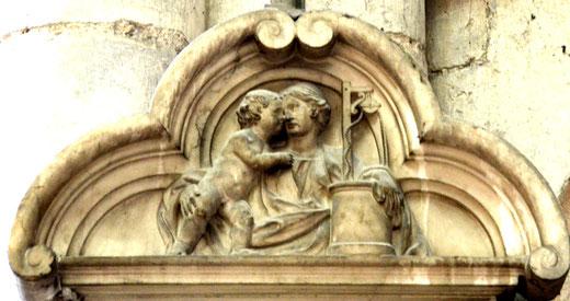 2- La Vierge, son enfant et le puits pour rappeler la Confrérie du Puy