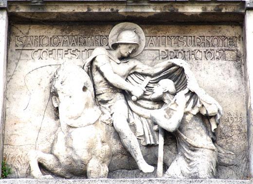 Saint-Martin sur la façade extérieure de l'église d'Ailly-sur-Noye- 1928