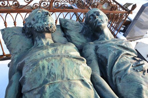 Les gisants: le chef d'œuvre de notre sculpteur