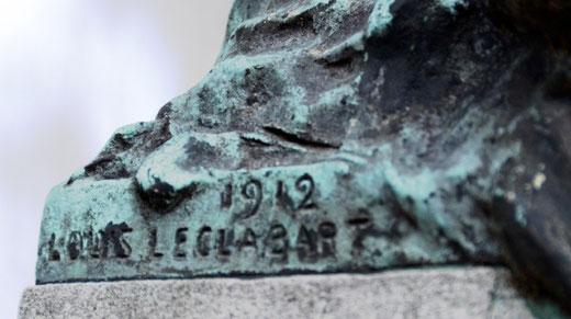 Urne signée par le sculpteur Louis Leclabart- 1912