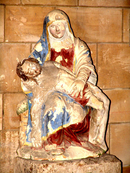 Vierge de Pitié dans l'église de Falvy