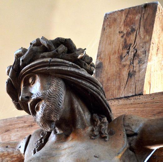 Tête de christ provenant d'une ancienne poutre de gloire dans l'église de Brailly-Cornehotte