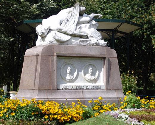 Le Crotoy: le  monument des Frères Caudron (la chute d'Icare) par Auguste Lesieux (1954)