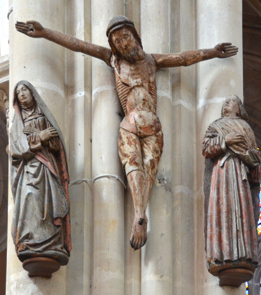 Vignacourt: poutre de gloire reconstituée sur un des piliers de l'église Saint-Firmin