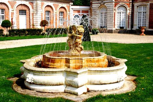 La fontaine du château de Long