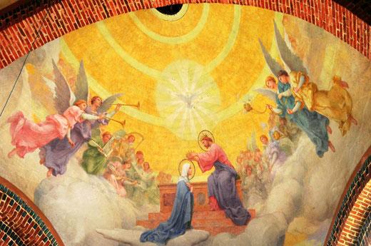 Eglise d'Equennes- Fresque dans l'abside représentant le couronnement de la Vierge par le Christ