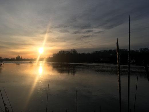 Vieulaines: lever du soleil dans les marais gelés- Ph: Claude Martin