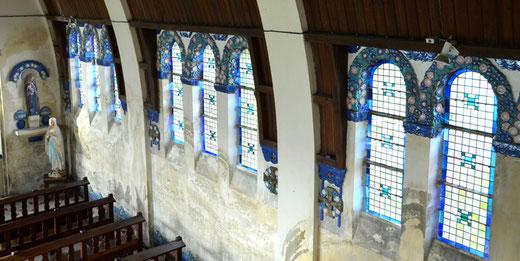 Les verrières avec la décoration des ébrasements: église de Bazentin