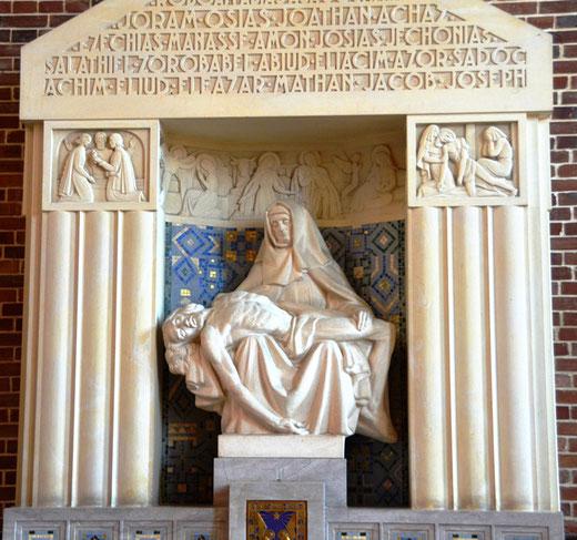 La Vierge de Pitié dans l'église reconstruite de Tilloloy