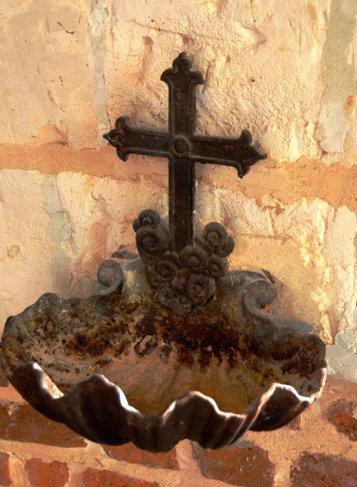 Bénitier dans l'église d'Estrées-les-Crécy