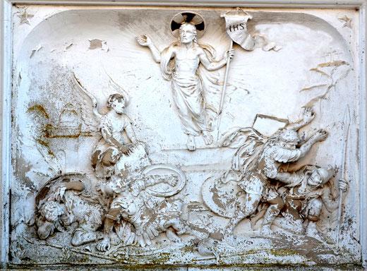 Sculpture de Julien Lotiquet, sur la tombe de l'abbé Danicourt à Naours