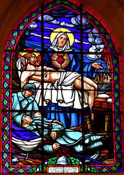 Vitrail dans l'église Saint-Nicolas de Wiencourt l'Equipée- Photo: Josette Houdant
