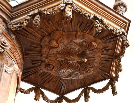 Intérieur de la chaire destiné à inspirer le prédicateur