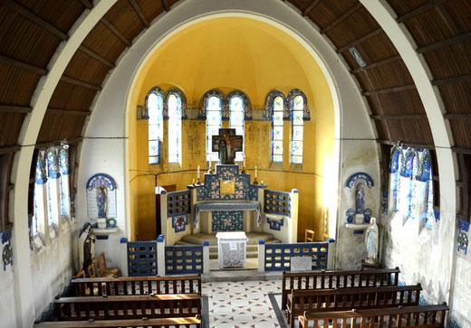 Eglise de Bazentin: toute la décoration est de Maurice Dhomme