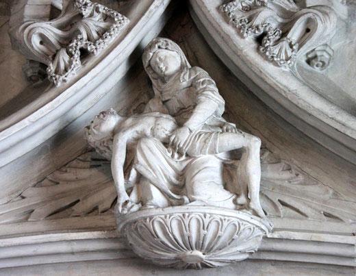 Pietà de la mise au tombeau dans l'église de Doullens