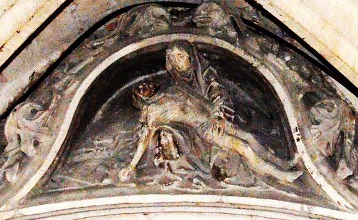 Pietà au sommet de la mise au tombeau de l'église Saint-Germain-Amiens