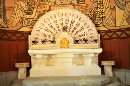 Fresnes-Mazancourt: l'autel a été réalisé par le marbrier Sueur sur un dessin de Robert Duthoit