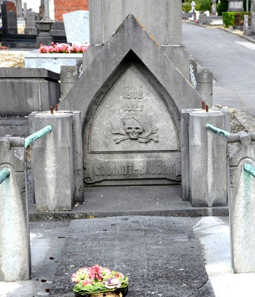 Sépulture de la famille Colinot-Baudry dans le cimetière d'Albert- 1922
