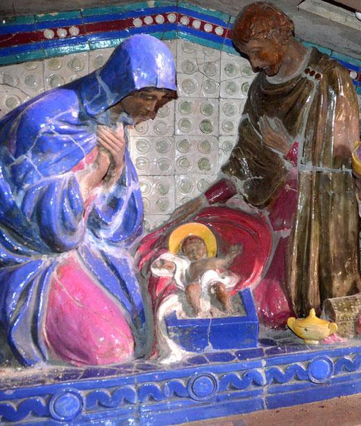 L'enfant Jésus entre Joseph et Marie