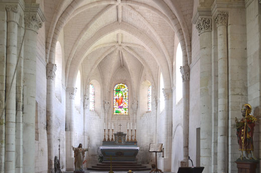 L'ensemble des chapiteaux dans le choeur de l'église de Lucheux