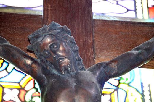 Christ en cuivre dans l'église d'Heudicourt