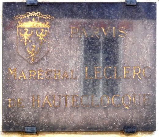 Une plaque pour honorer le Maréchal Leclerc de Hauteclocque- Photo Rémy Godbert