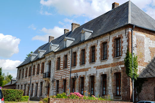 Lucheux: la mairie occupe la résidence des Carmes, ancien couvent