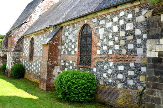 Murs de l'église Saint-Vast d'Agnières (commune d'Hescamps Saint-Clair)