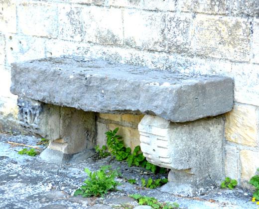 Banc de pierre église de Pargny- Consoles sculptées
