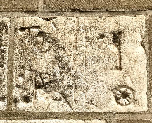 Onvillers (Piennes) sur les murs de l'église- Photo: Anne Parvillé