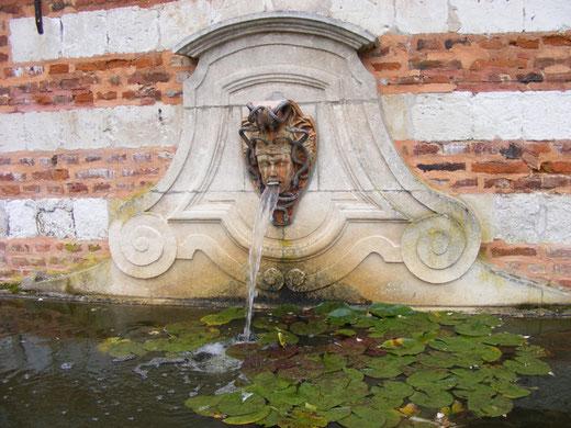 la fontaine du château de Maizicourt