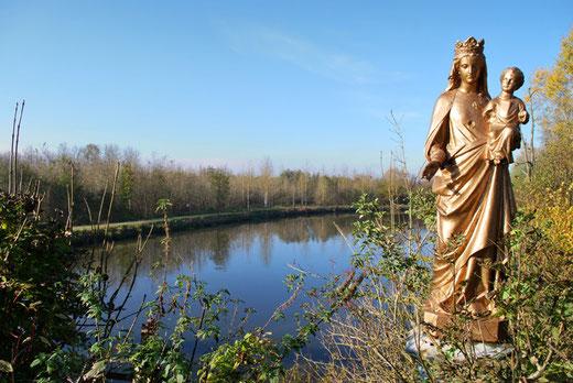Epagne: la Vierge du chemin de halage