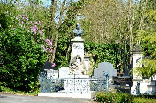 2017: le printemps au cimetière de la Madeleine. Sculptures d'Athanase Fossé