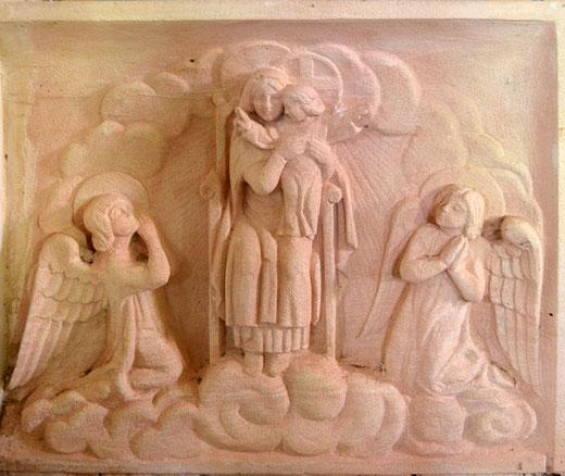 La Vierge encadrée par des anges- Eglise de Fourcigny