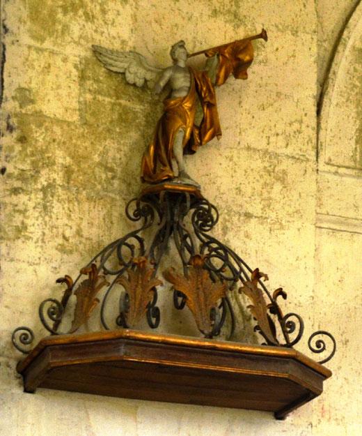 Wailly (Conty): le haut de la chaire avec l'ange du jugement dernier