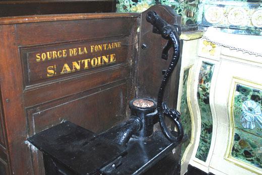 La fontaine Saint-Antoine à l'intérieur de l'église de Conty