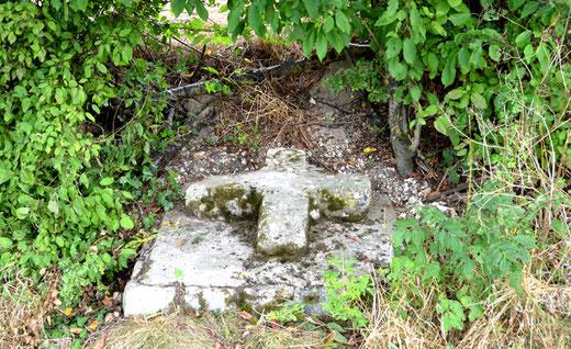 Croix en pierre de Frise