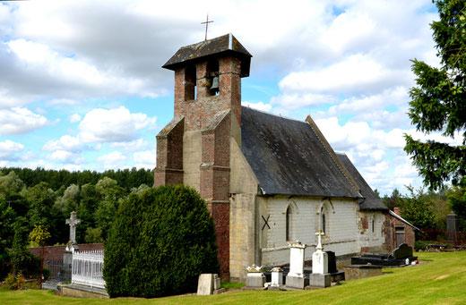 Chapelle de Montigny au milieu du cimetière
